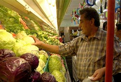 Food, Inc.:  The Orozco family shopping